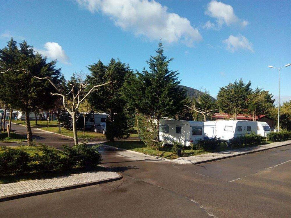 caravanas camping playa Joyel