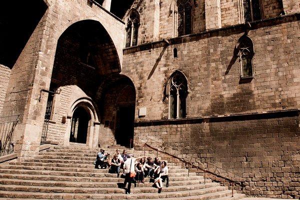 Barcelona con niños: descubre el barrio Gótico con un tour gratis