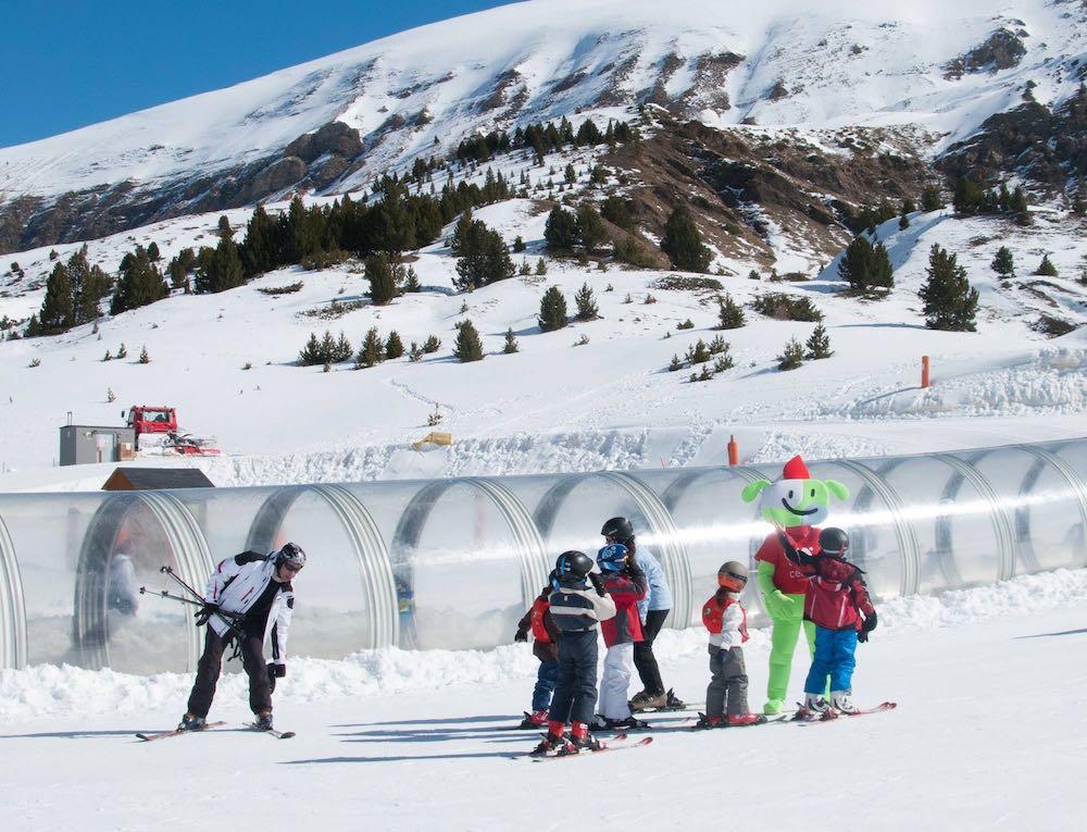 Esquiar con niños en el Pirineo Aragonés